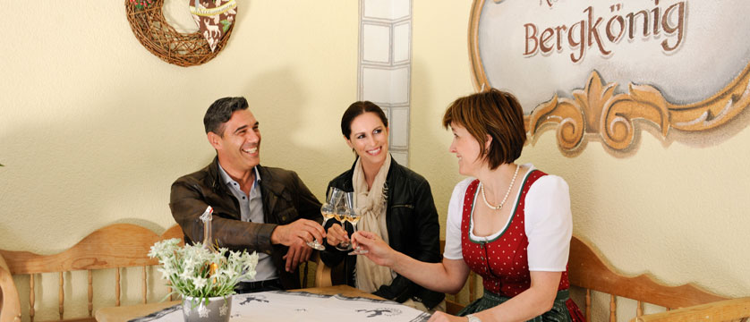 Activehotel Bergkönig, Neustift, Austria - Drinks reception.jpg